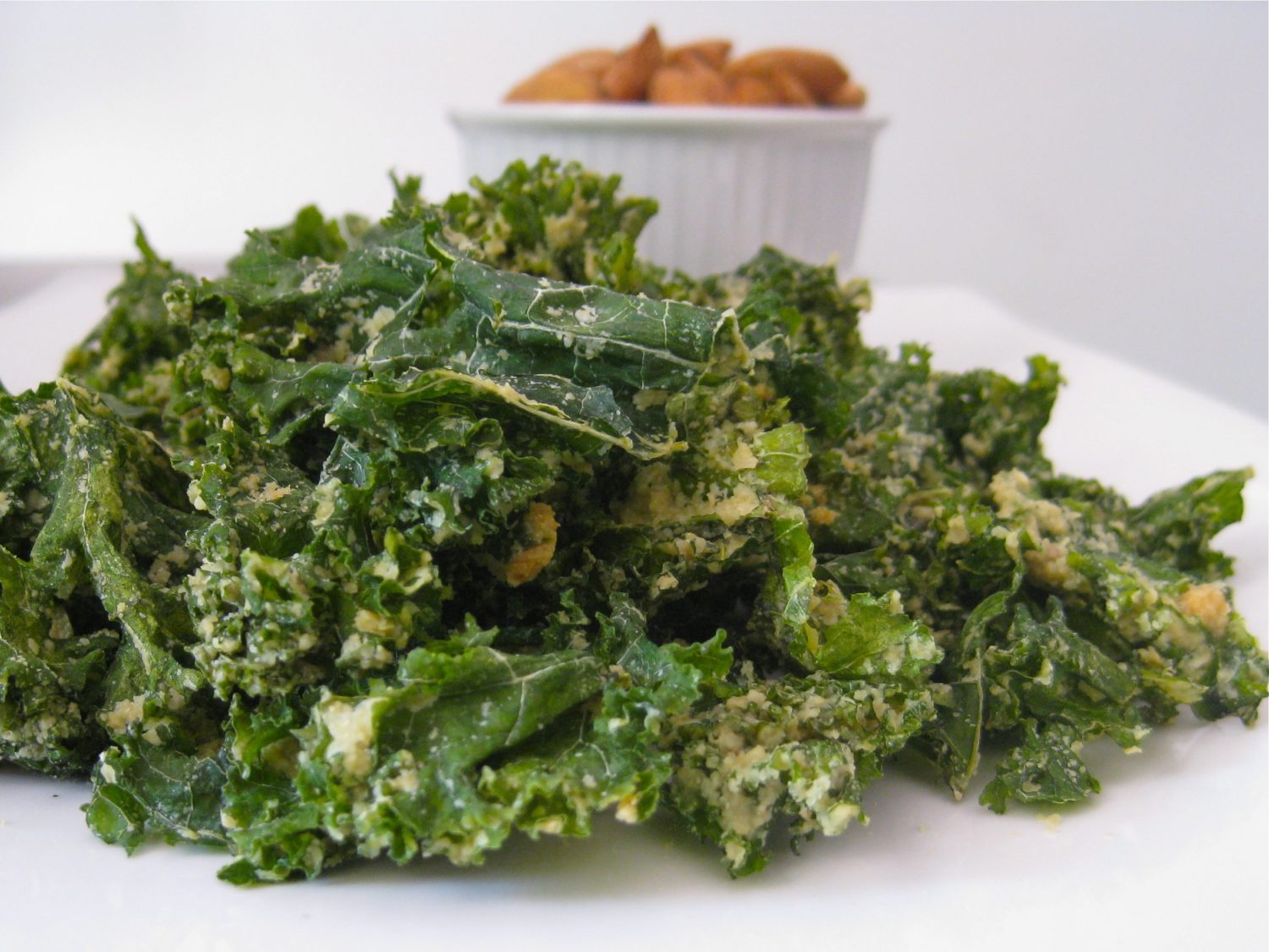 Raw Vegan Garlic Kale Chips