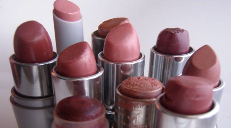 Women And The Lipstick Load