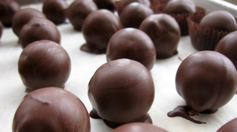 Health Benefits Of Chocolate Halts Diabetes and Obesity